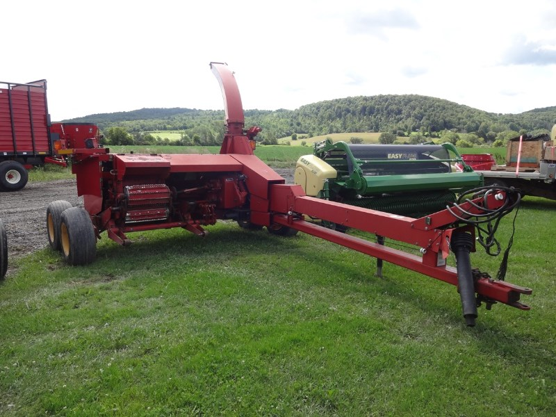 New Holland FP230 Forage Harvester-Pull Type For Sale