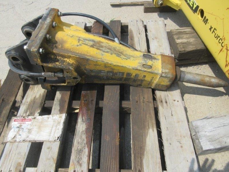 2012 Atlas Copco SBU220, For Mini-Excavators- Skid Steers Aperos a la venta