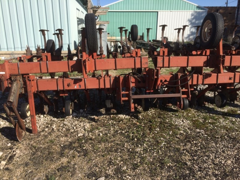 IH 183 Row Crop Cultivator For Sale
