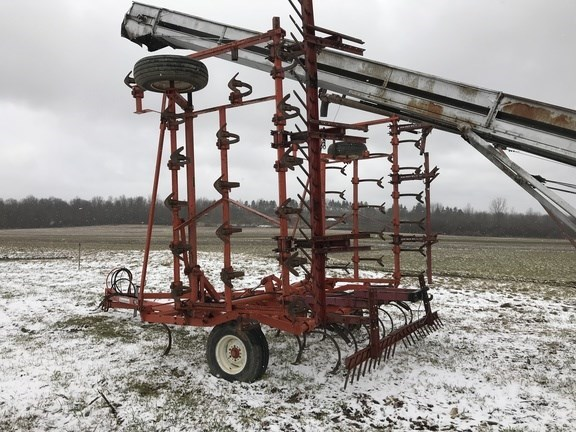 1979 Allis - Chalmers 1300 Field Cultivator For Sale