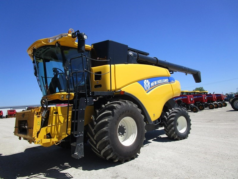 2013 New Holland CR6090 Combine For Sale
