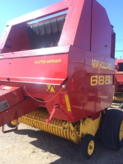 Baler-Round For Sale:   New Holland 688