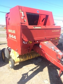 Baler-Round For Sale:   New Holland 644