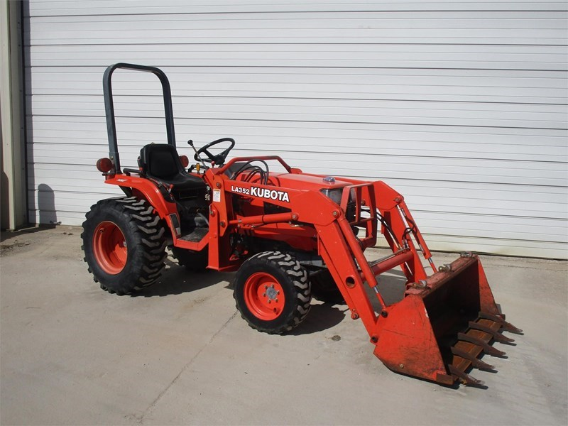 2001 Kubota B2410HSD Tractor For Sale