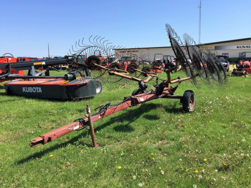 M & W 8 Wheel Hay Rake-Rotary For Sale
