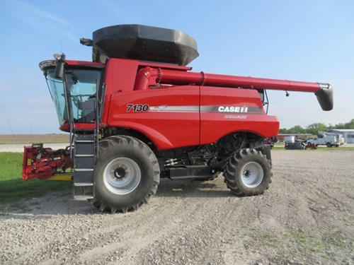 Combine For Sale:  2014 Case IH 7130