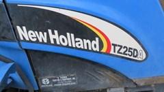 Tractor For Sale 2006 New Holland TZ25DA