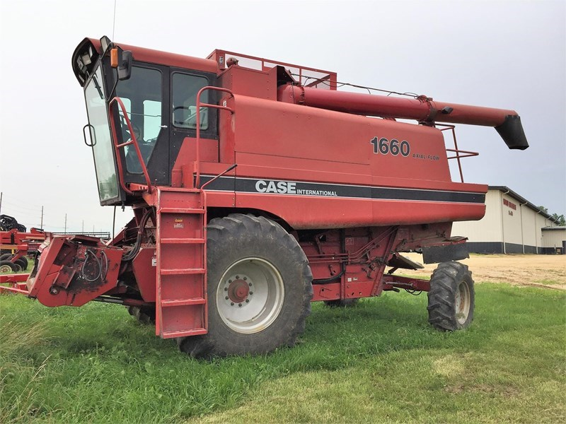 Case IH 1660 Combine For Sale