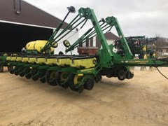 Planter For Sale 2002 John Deere 1770