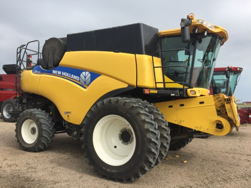 2014 New Holland CR7090 Combine For Sale