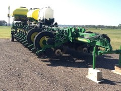 Planter For Sale 2010 John Deere 1770NT CCS