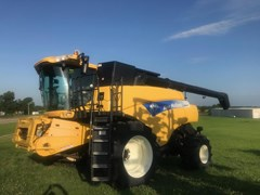 Combine For Sale 2011 New Holland CR9070
