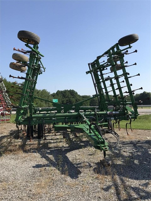 2009 John Deere 2210L Field Cultivator For Sale