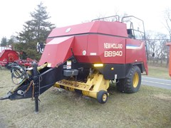 Baler-Square For Sale 2000 New Holland BB940