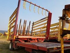 Bale Wagon-Pull Type For Sale New Holland 1063