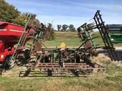 Field Cultivator For Sale:  John Deere 960