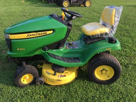 2011 John Deere X304 Riding Mower For Sale
