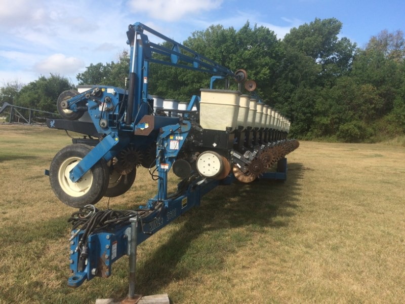 Kinze 2600 Planter For Sale