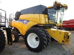 Combine For Sale 2007 New Holland CR9060