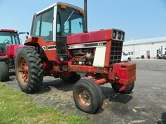 Tractor For Sale International 886