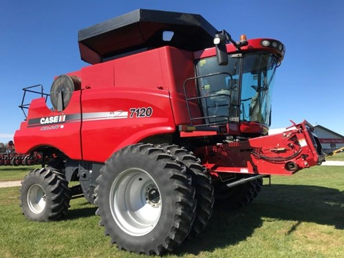Combine For Sale:  2009 Case IH 7120