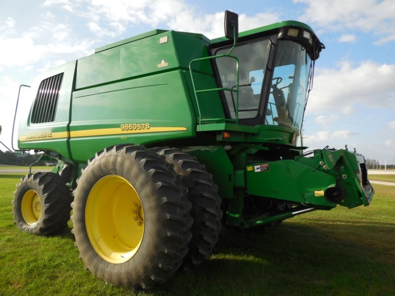 2004 John Deere 9860 Combine For Sale