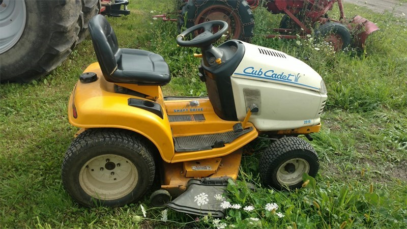 2003 Cub Cadet 2518 Riding Mower For Sale