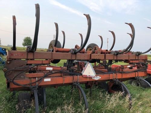 Plow-Chisel For Sale:  Hiniker 1325