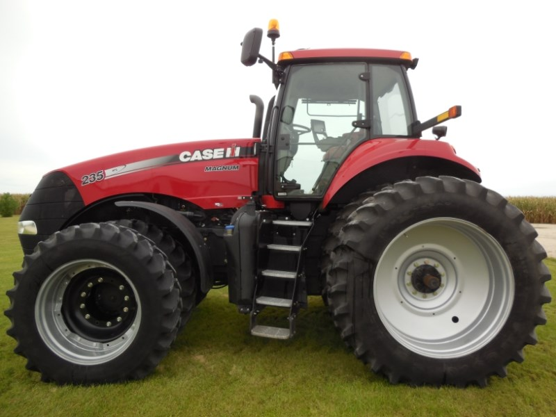 2014 Case IH 235 MAG Tractor For Sale