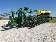 Planter For Sale 2006 John Deere DB80
