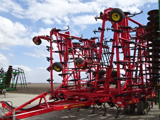 Sunflower 5055-62 Field Cultivator For Sale