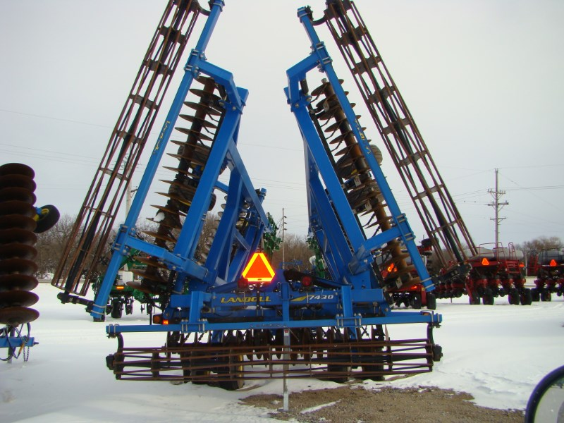 2011 Landoll 7430-29 Vertical Tillage For Sale