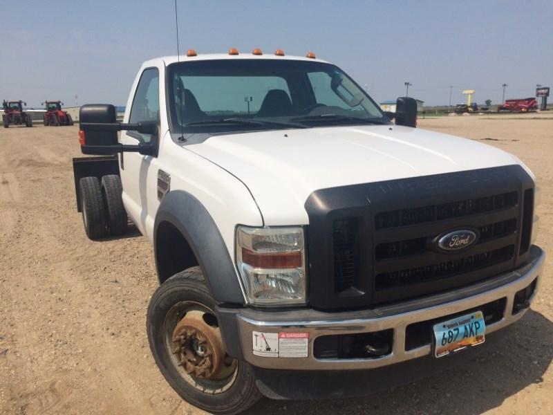 Ford F550, 124096 Mi, Diesel, Manual Trans, 8 Cyl Camion de Servicios a la venta