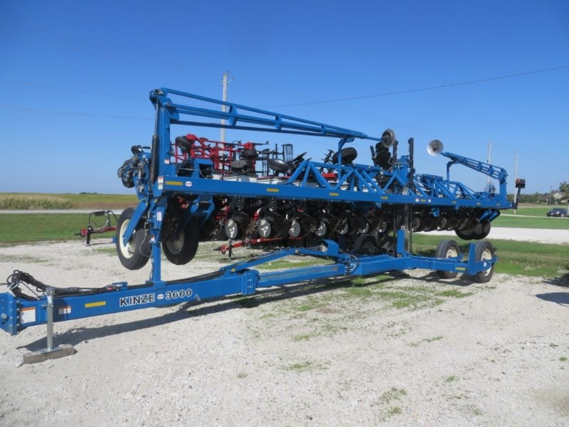 2007 Kinze 3600 Planter For Sale