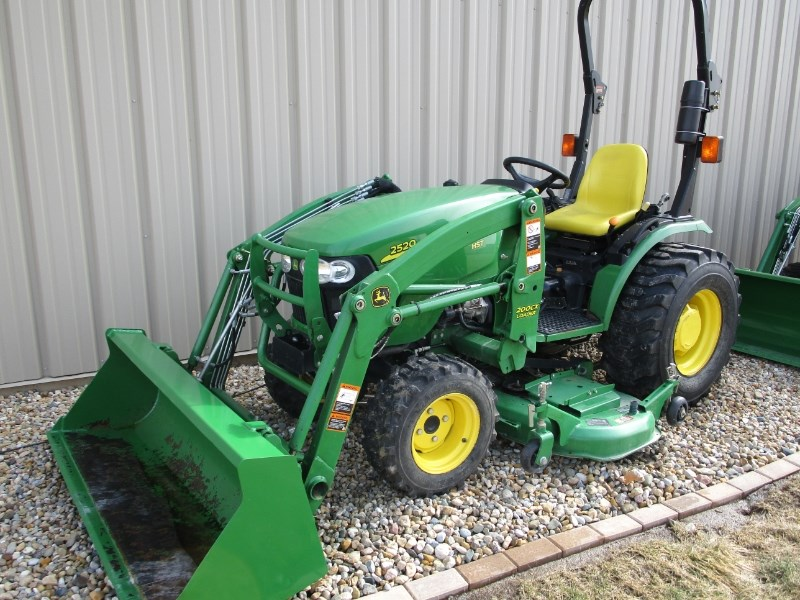 2011 John Deere 2520 Tractor - Compact For Sale