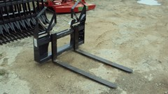 Skid Steer Attachment For Sale:  Virnig Heavy duty 4000 lbs skid steer walk through pallet