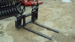 Skid Steer Attachment For Sale:  Virnig Heavy duty 4000 lbs skid steer walk through pallet