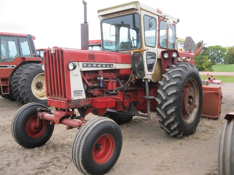 1967 International 806 Tractor For Sale