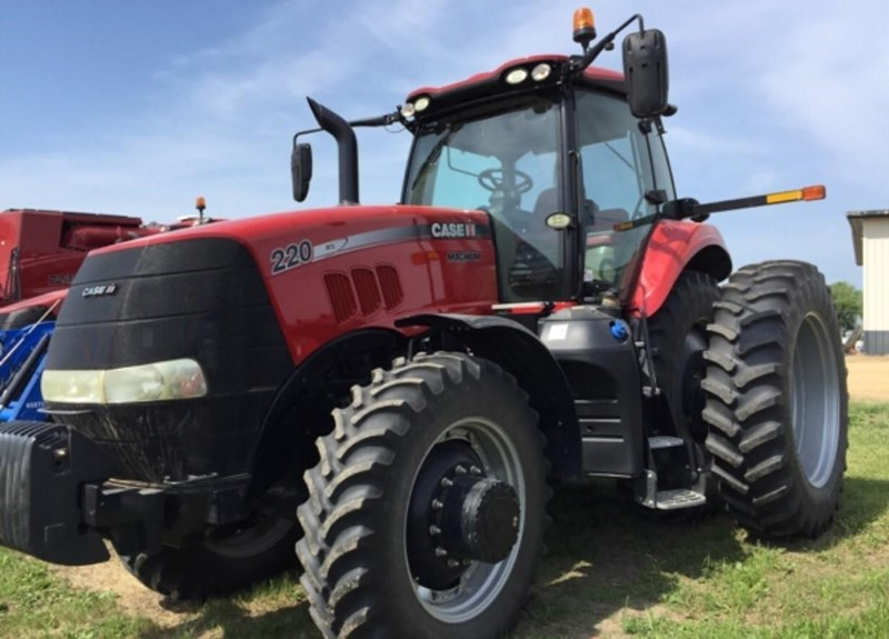 2015 Case IH MAGNUM 220 Tractor For Sale