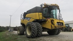Combine For Sale New Holland CR8090