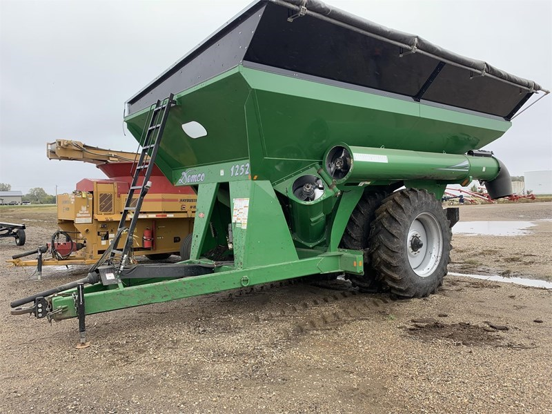 2014 Demco 1252 Grain Cart For Sale