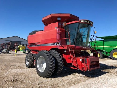 Combine For Sale:  1999 Case IH 2388