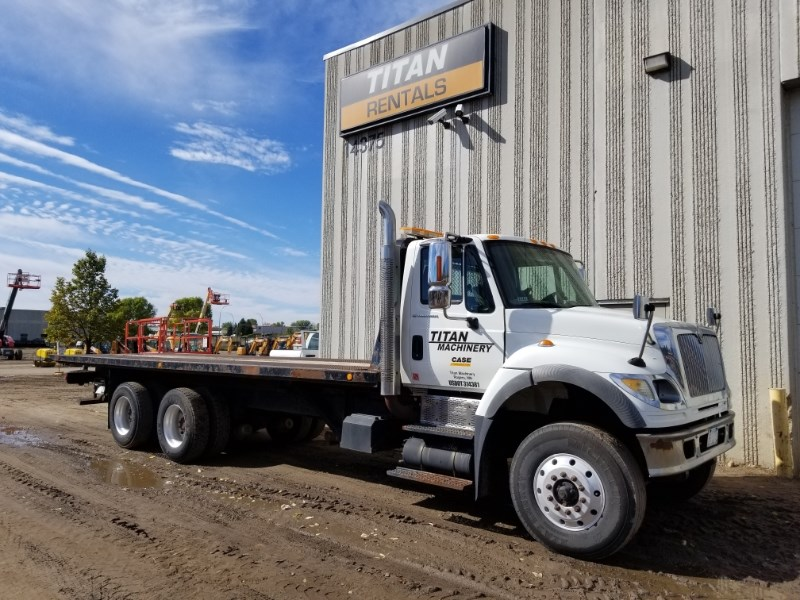 2005 International 7600, 291637 Mi, Std 10 Spd, PTO, Winch, Diesel Camiones roll off a la venta