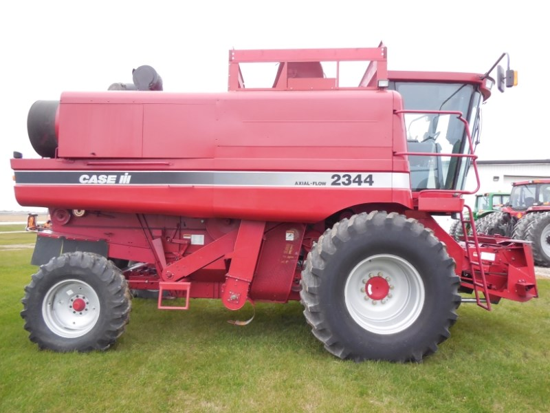 1998 Case IH 2344 Combine For Sale
