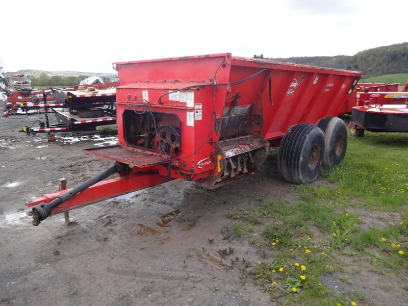 2011 Kuhn Knight 8124 Manure Spreader-Dry/Pull Type For Sale