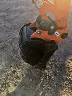 Bucket :  Kubota 18IN