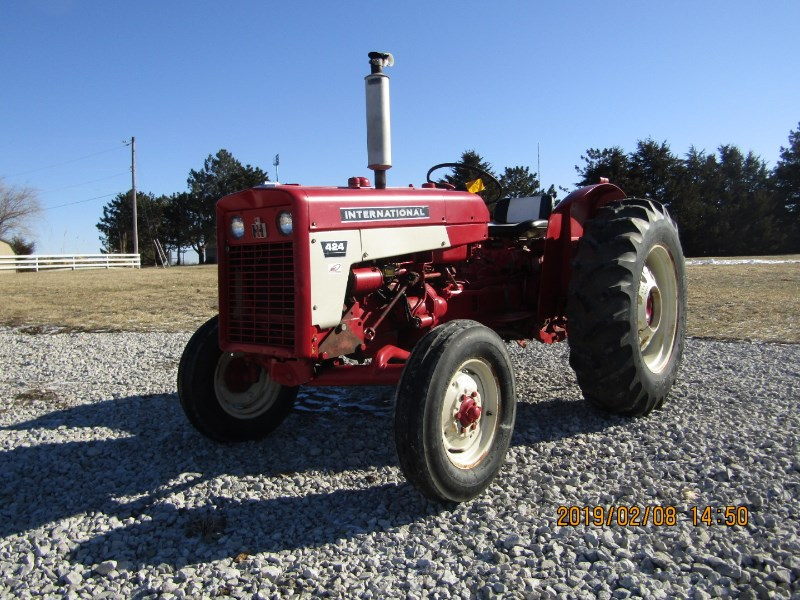 1976 International 424  Tractor For Sale