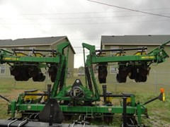 Planter For Sale 2001 John Deere 1720