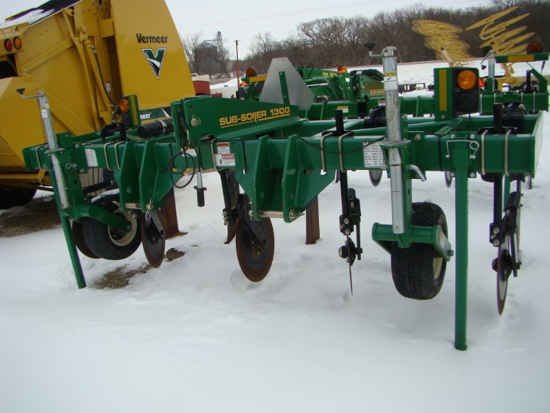 Great Plains 1300 5 shank Disk Ripper For Sale