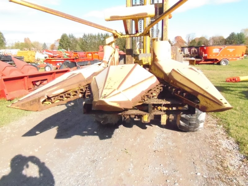 New Holland 824 Header-Corn For Sale